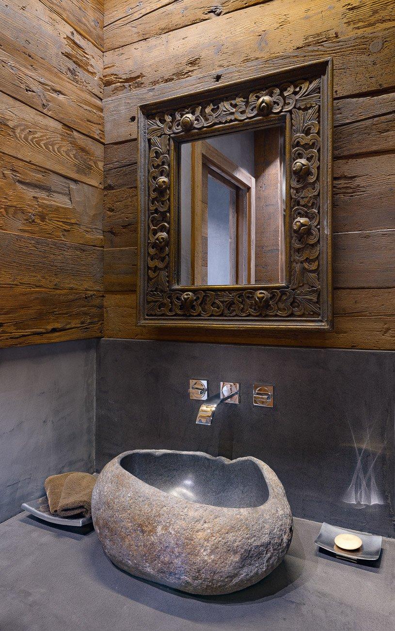 Legno pietra e resina nello chalet contemporaneo cose - Pietre per bagno ...
