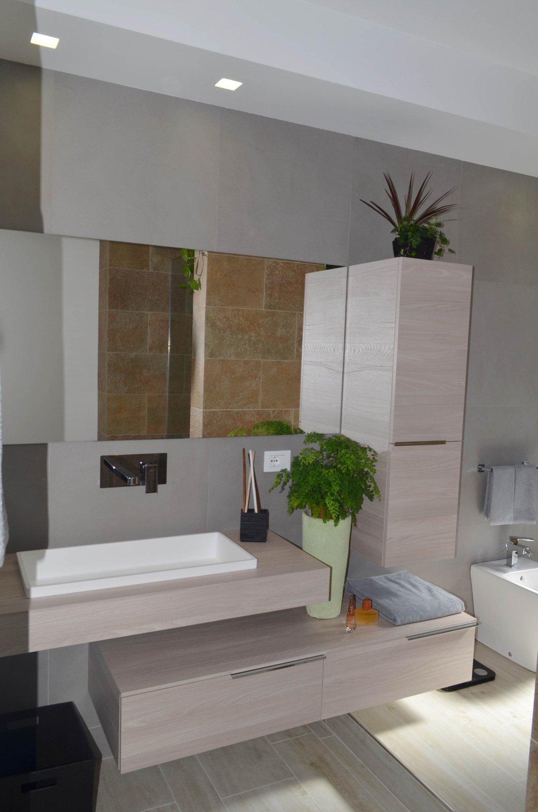 Una casa con soggiorno e cucina divisi solo quando serve cose di casa - Bagno di casa ...