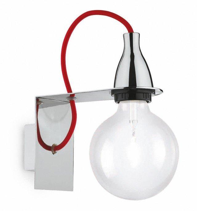 Essenziale, con il bulbo che ricorda le lampadine di una volta, l'applique gioca sull'abbinamentodi metallo, vetroe filo rosso. È fornita con due metri di cavo Minimal di Ideal Lux (www.ideal-lux.com) in metallo rifinito in cromo o in smalto colorato. Misura L 13,5 x P 21 x H 23 cm e costa 56 euro.