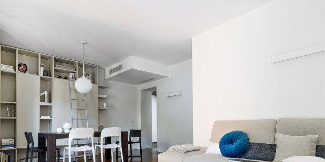 Una casa di 125 mq, con giochi di luce, naturale e a led