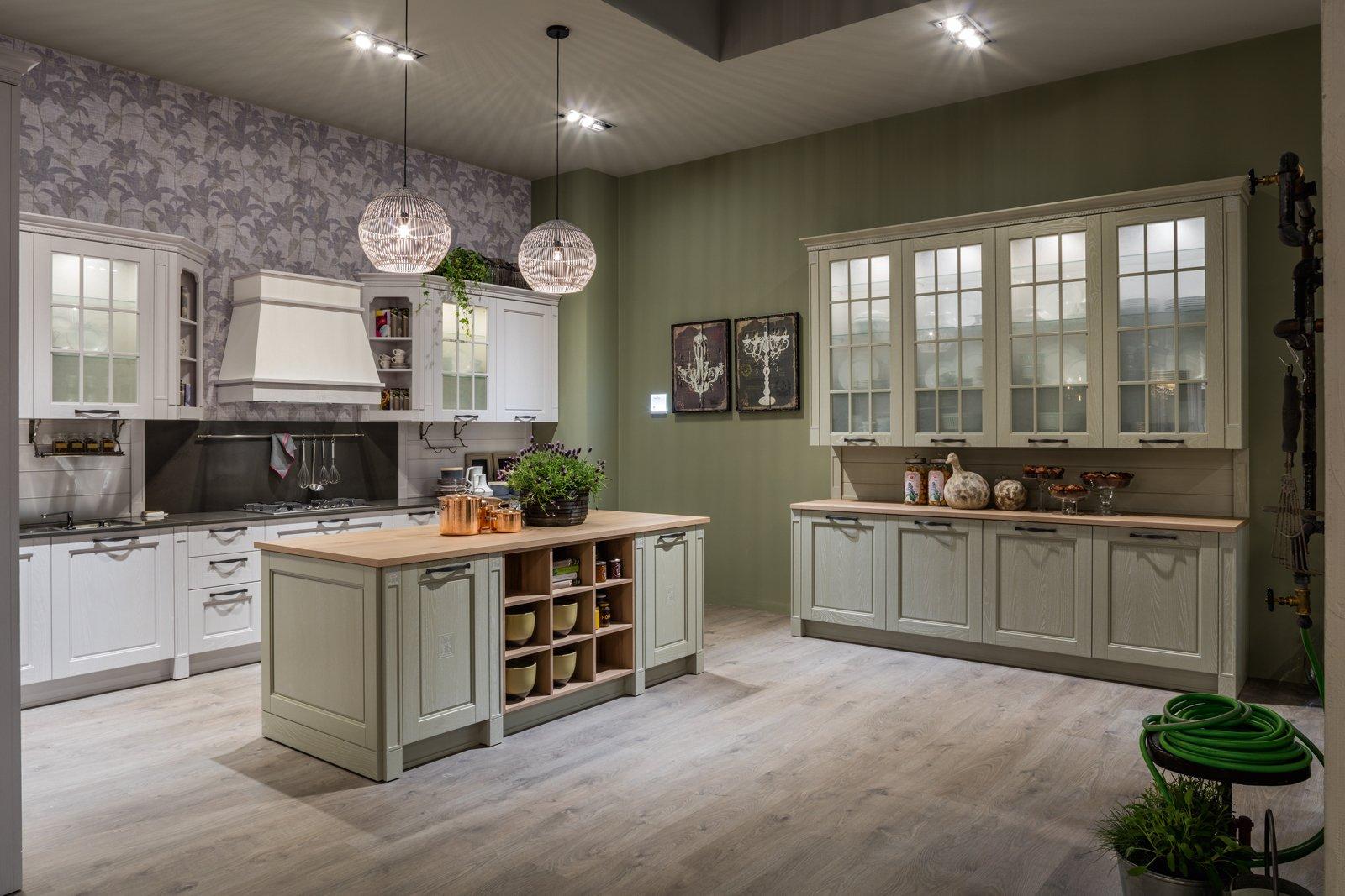 Credenza Cucina Con Vetrina : Cucina con vetrina. soprattutto classica o in stile industriale