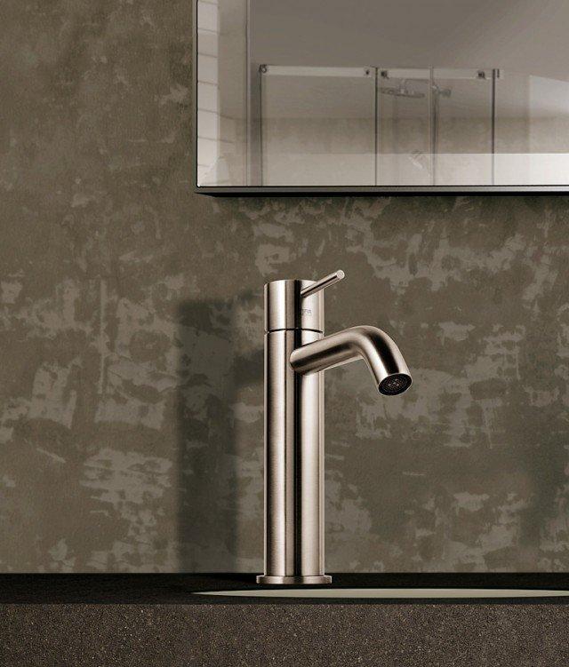 CleoSteel 48 di Fir Italia (www.fir-italia.it) è interamente realizzato in acciaio inox AISI 316L. Dispone di limitatore della portata dell'acqua a 6 litri/min.