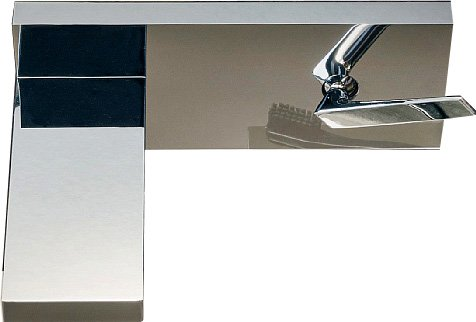 Si distingue per la bocca piatta che eroga un getto a cascata il miscelatore cromato Him di Zucchetti (www.zucchettikos.it) con leva e corpo in ottone; le altre componenti sono in materiale resistente alla corrosione.