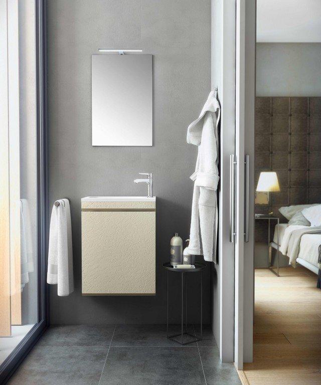 Il lavamani della collezione Making di Fiora è realizzato in Silexpol®, un materiale molto resistente e ripristinabile. Misura L 45 x P 28 cm. Prezzo, Iva esclusa, 338 euro. www.fiora.es