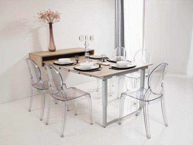Una mensola diventa tavolo:salvaspazio, la MensolaPartyè inserita in una cucina Mercantini e si trasforma intavolo estraibile.Ilmeccanismo permette l'estrazione di un pianodi160 cm eprofondità di 52 cm.