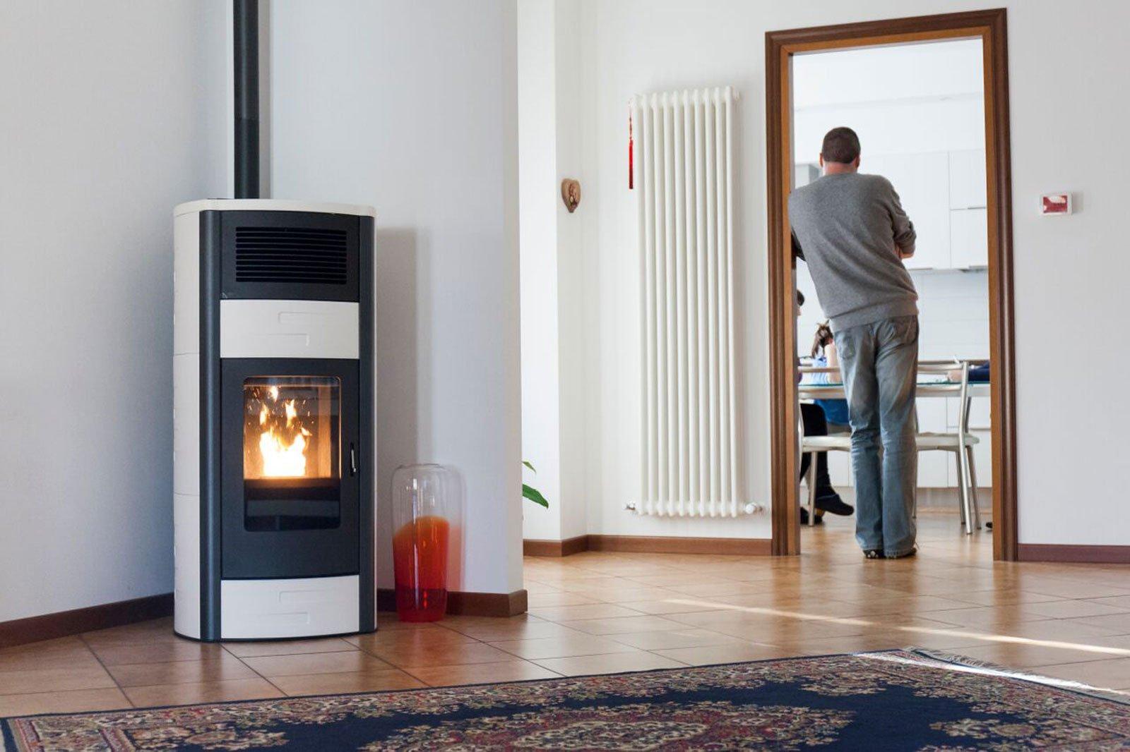 Sostituire il riscaldamento autonomo con stufa o caminetto - Stufa a pellet termosifoni ...