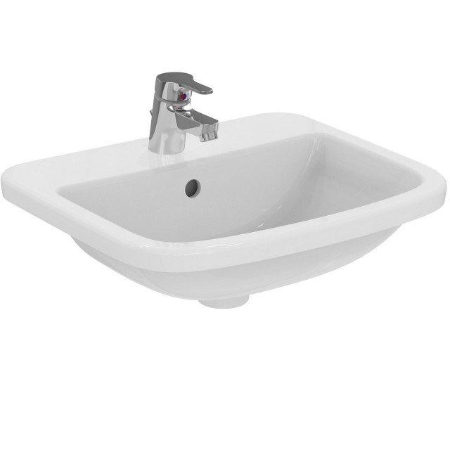 È ha incasso il lavabo in ceramica bianca sanitaria della collezione Gemma2 di Ceramica Dolomite per rubinetteria monoforo. Misura L 50 x P 43 cm. Prezzo 112,85 euro. www.ceramicadolomite.it