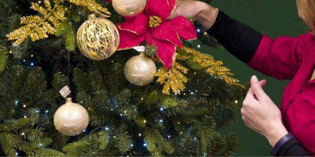 Addobbare l'albero: impara dalla Christmas Stylist!