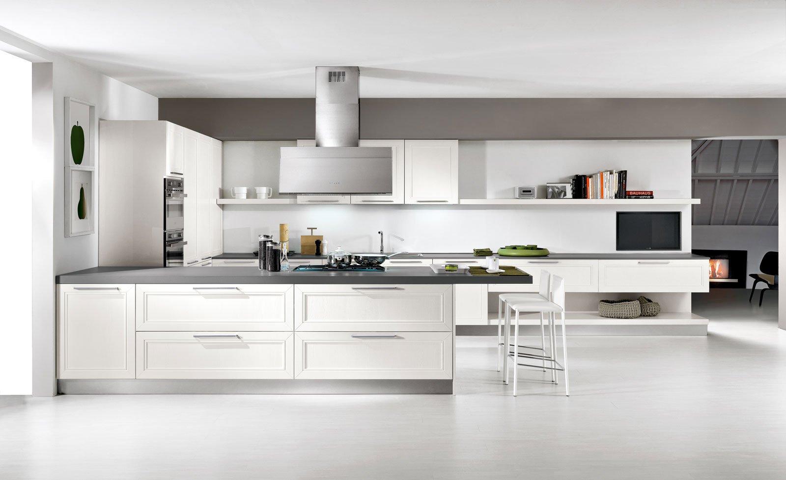 Cucina bianca il fascino eterno della luminosit cose - Cucina componibile prezzi ...