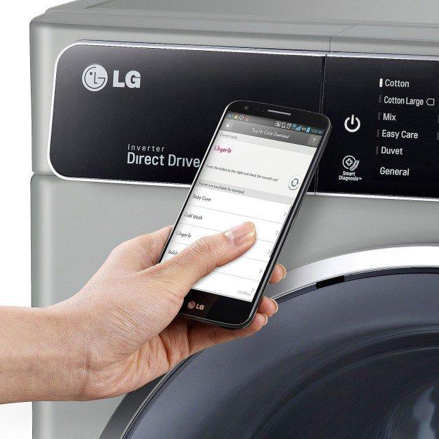Con funzione di autodiagnosi:Lavatrice TurboWash™ F14U1BS6 di LG.L'applicazione Smart Diagnosis™, facilmente scaricabile sui propri dispositivi portatili, permette di individuare e risolvere i piccoli problemi tecnici della lavatrice. Inoltre, grazie al sistema LG Smart Laundry&DW Global, avvicinando il cellulare all'apparecchio in corrispondenza della scritta Tag On, si attiva la connessione e si possono scaricare nuovi programmi mdi lavaggio aggiungendoli ai preferiti. Con la funzione Turbo Wash si può risparmiare fino al 15% di energia e acqua a ogni ciclo.
