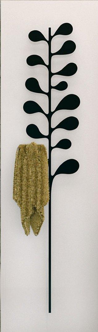 Dotato di portasalviette decorativo, Nature Camelia di K8 Radiatori (www.k8radiatori.it) è in alluminio estruso con cover in acciaio. Misura L 48 x H 180 cm; Iva esclusa, costa 1.392 euro.