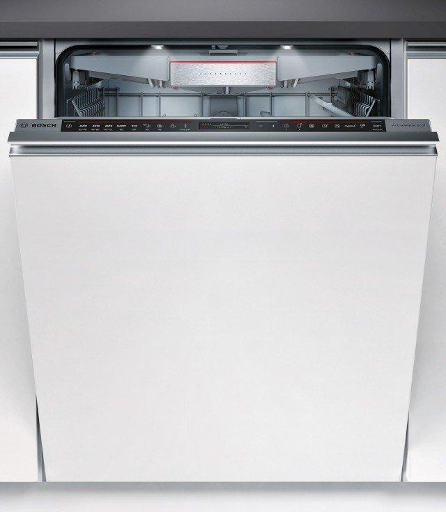 Controllo elettronico: lavastoviglie Serie 8 SMV88TX26E di Bosch.Anche la lavastoviglie, come altri elettrodomestici, può essere gestita a distanza tramite la funzione Home-Connect. Con sistema a zeolite e circolazione d'aria 3D, asciuga perfettamente anche le stoviglie in plastica. Molto silenziosa, è dotata di programma Super 60 °C.