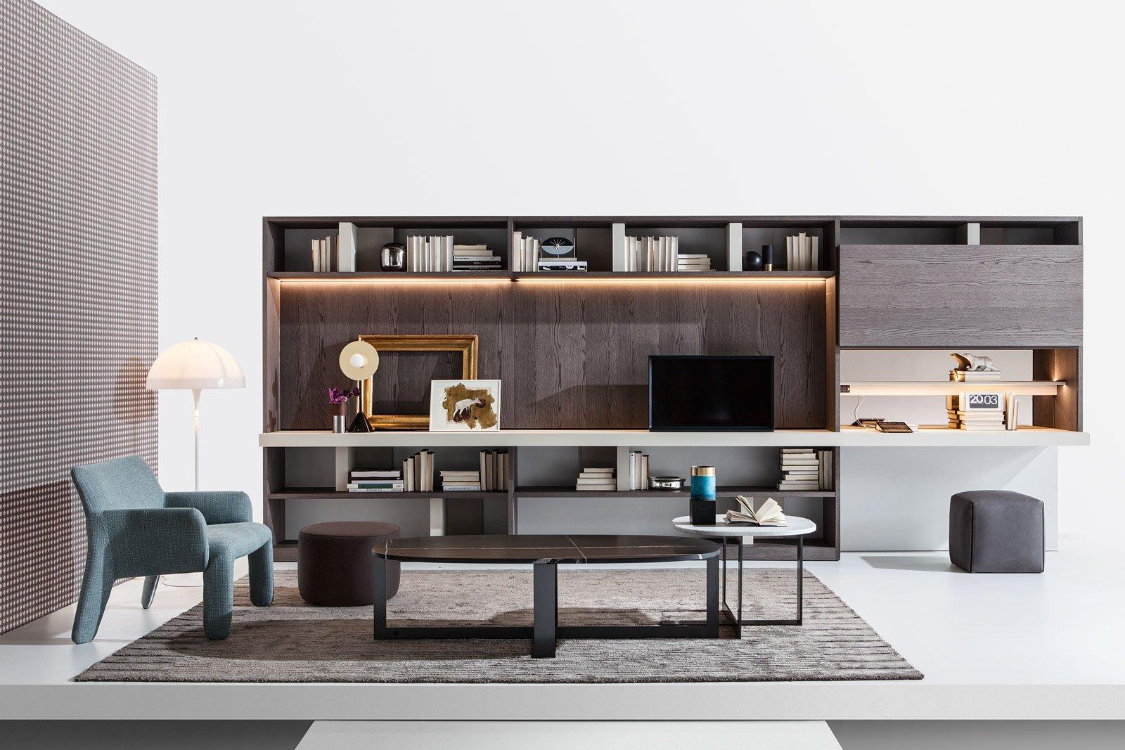 Angolo studio in soggiorno integrato nella libreria o in for Mobili molteni
