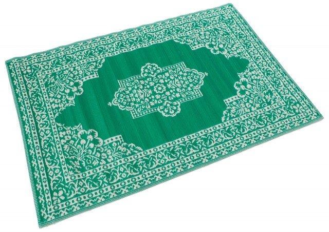 GP88 di Novità Home è il tappeto innovativo che ricorda nel design i classici persiani, ma invece è interamente realizzato in resistente Pvc colorato che lo rende leggero e facile da pulire. Misura L 120 x P 180 cm. Prezzo 50,70 cm. www.novitahome.it