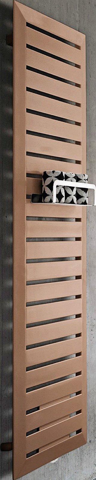 Con barra portaoggetti e per asciugamani, Cosmopolitan di Runtal (www.runtalitalia.it),in acciaio, nella misura L 57,8 x H 185,3 cm, Iva esclusa, costa 1.712 euro.