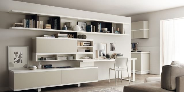 Angolo studio in soggiorno: integrato nella libreria o in un mobile trasformabile