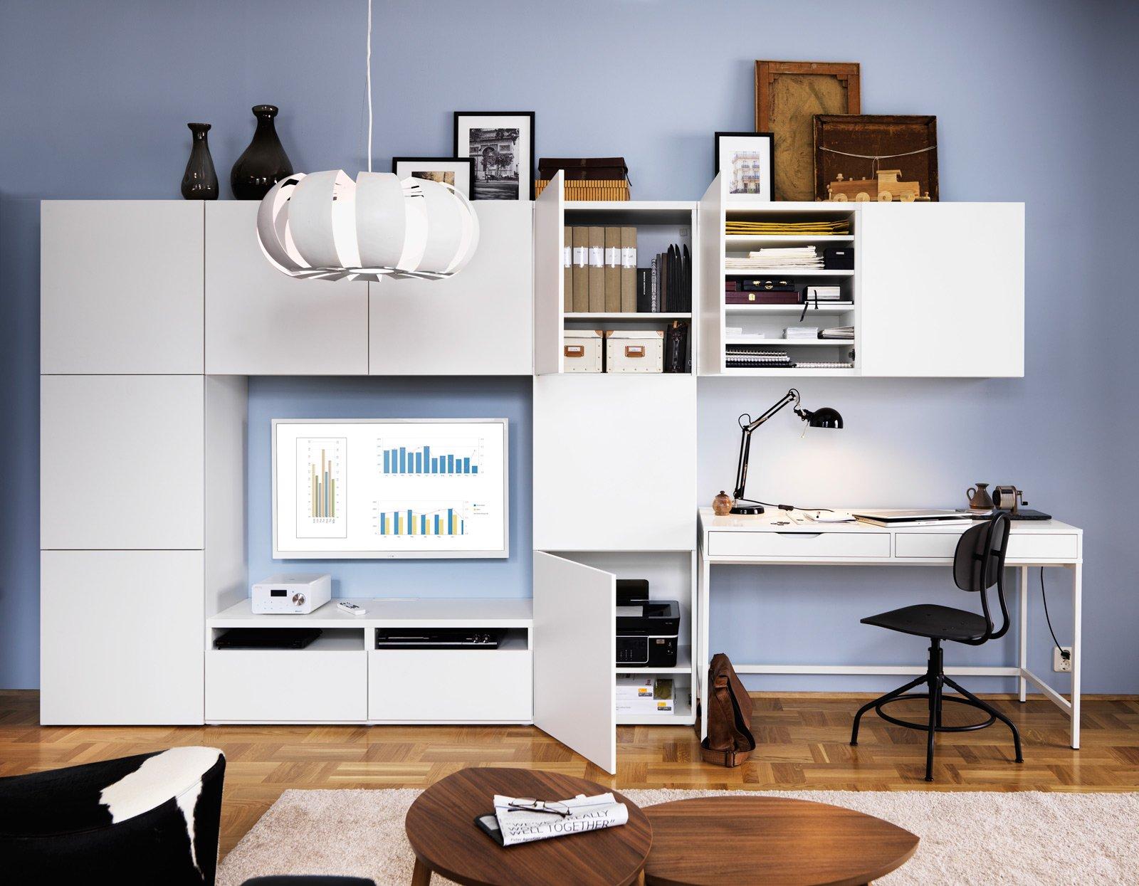 Angolo studio in soggiorno integrato nella libreria o in for Programma per arredare casa ikea