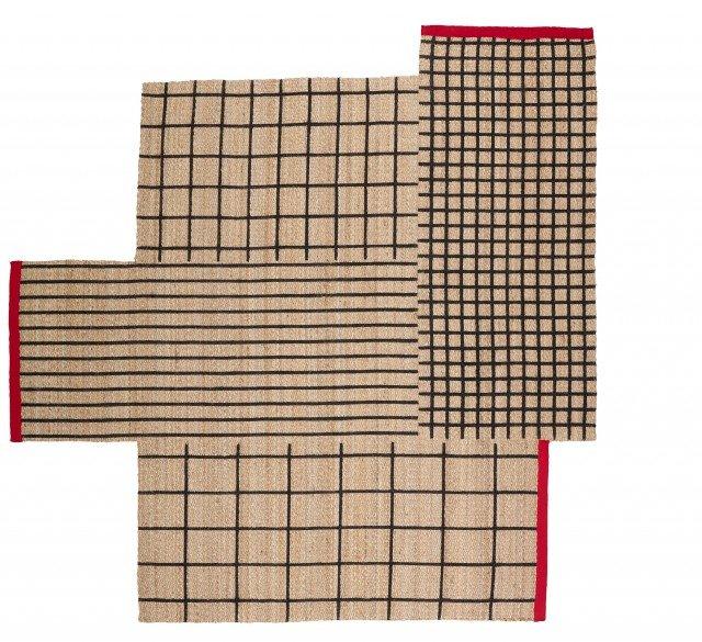 Ternslev di Ikea Italia è il nuovo modello interamente in pura juta con motivo geometrico sulla superficie; il bordo in poliestere rosso crea un piacevole contrasto. La forma insolita permette di girarlo a piacere per trovare la giusta posizione sul pavimento. Misura L 250 x P 250 cm. Prezzo 149,90 euro. www.ikea.com