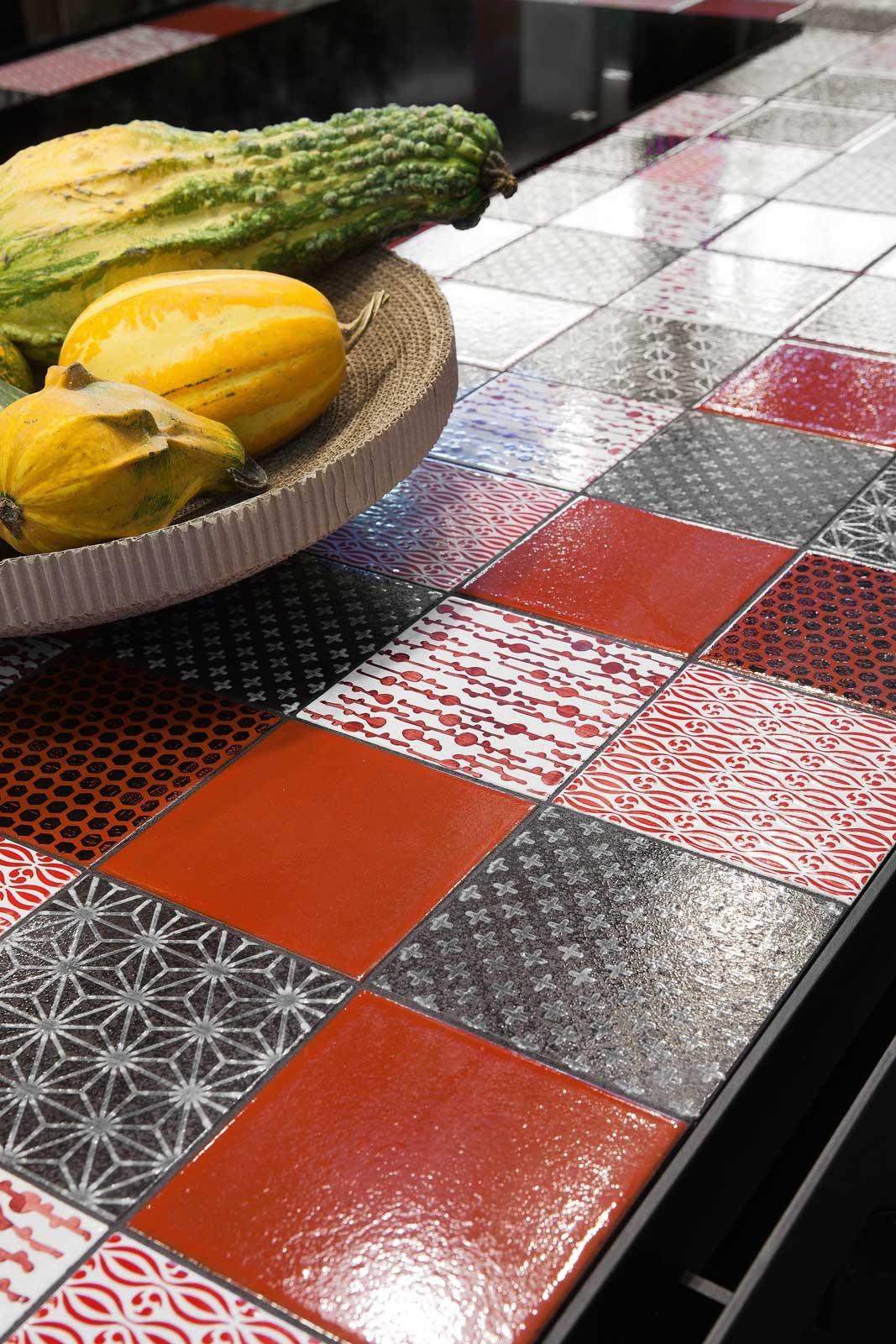 Piano di lavoro in cucina materiali e caratteristiche - Piastrelle pietra lavica ...