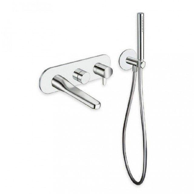 S'installa a parete il monocomando per vasca/doccia Beak di Cristina Rubinetterie (www.crs-group.it) con deviatore per due uscite. Misura 32,5 x P 18,5 x H 9,5 cm
