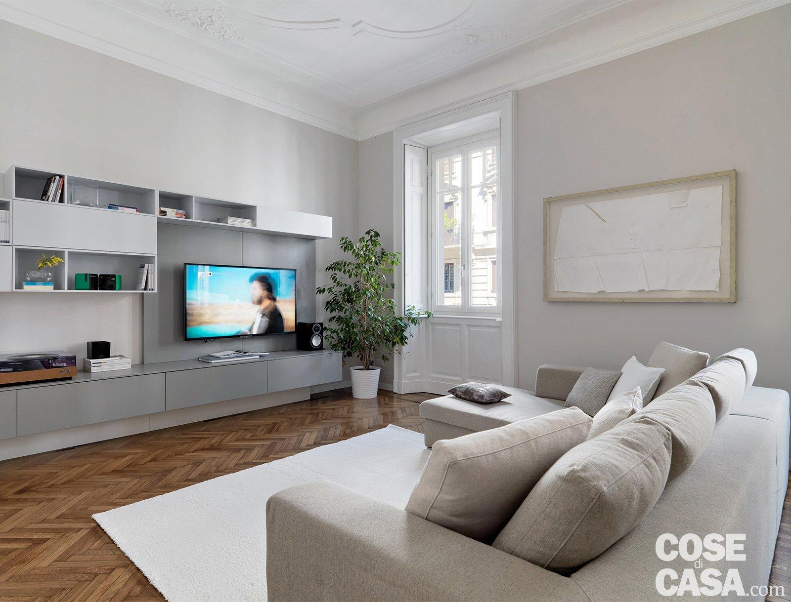 140 mq una casa con pavimenti originari in parquet e for Parete salotto
