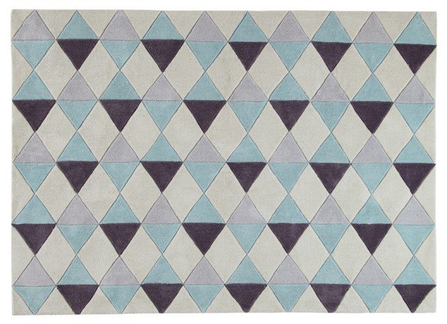Il tappeto Nordic di Maison du Monde,100 % poliestere a pelo corto, è d'ispirazione nordica come il suo nome. Misura L 140x P 200 cm. Prezzo 159,90 euro. www.maisondumonde.com