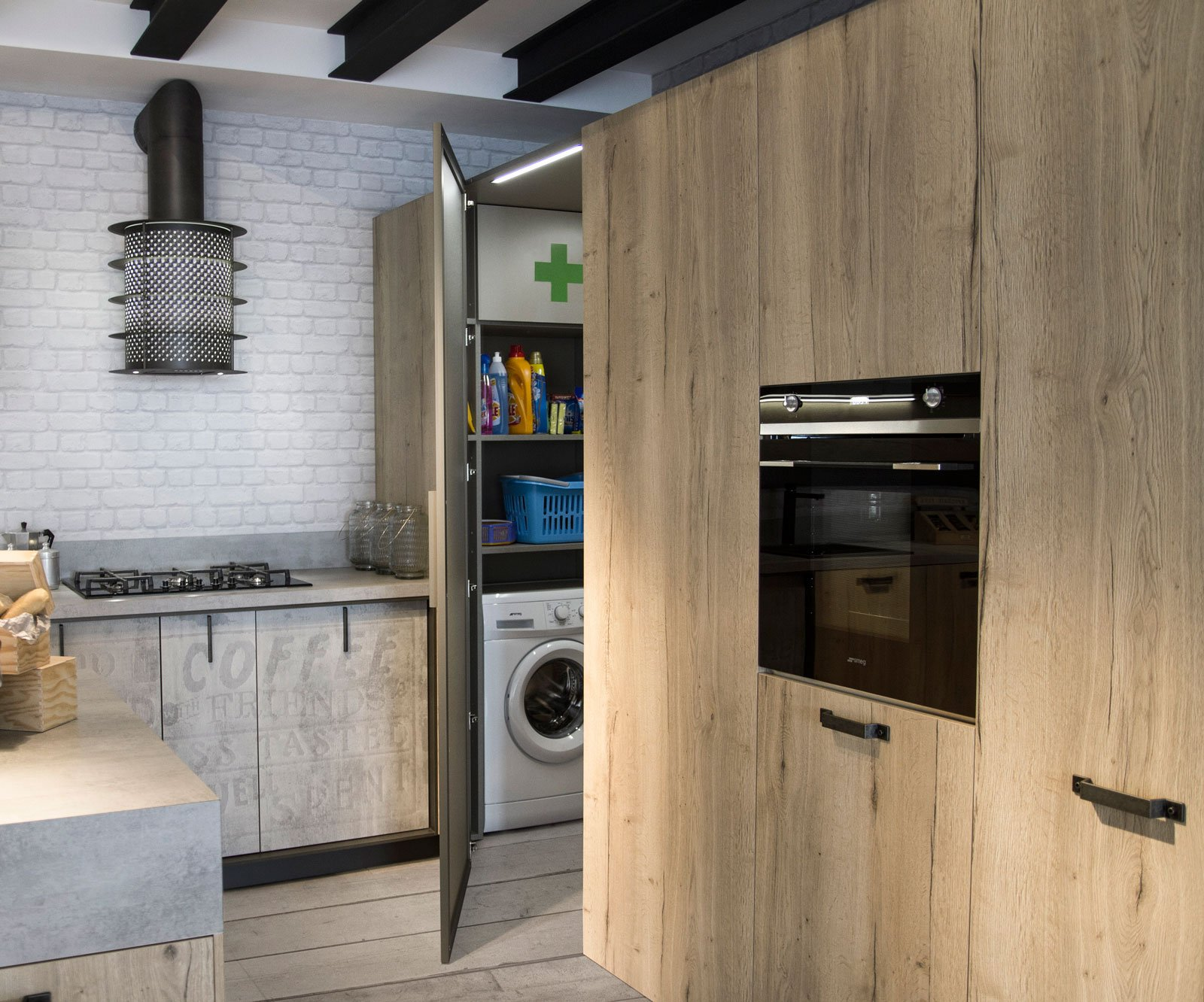 cucina con cabina dispensa
