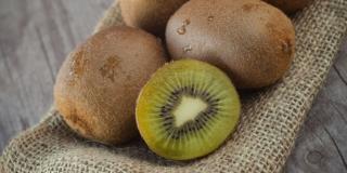 Raccogliere i kiwi