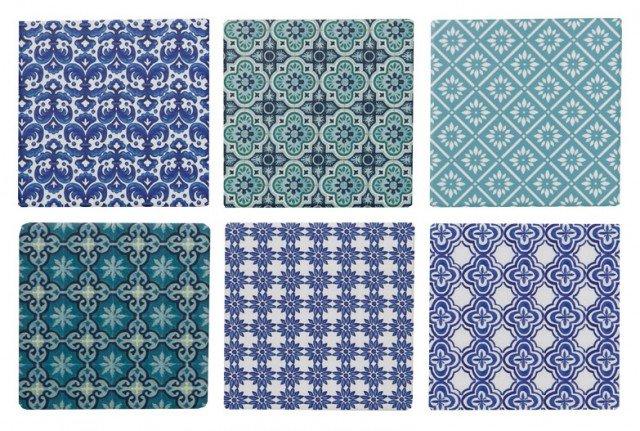 """I Sottobicchieri Mosaico cod. 517016 di Euronovain ceramica hannodecorazione """"tipo azulejos"""" e base in sughero antigraffio. Misura 11×11 cm . Prezzo 6,99 europer il set di 4 pezzi. www.euronova-italia.it"""