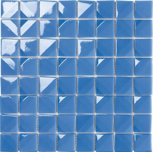 Nova della collezione Crono, design Giugiaro Design di Mosaico +, è un mosaico in vetro sinterizzato, riciclato al 95% composto da tessere tridimensionali, non regolari. Per comporre texture sofisticate grazie alla variante inclinata. Fogli misura 32,7x 32.7 cm. Prezzo su richiesta. www.mosaicopiu.it