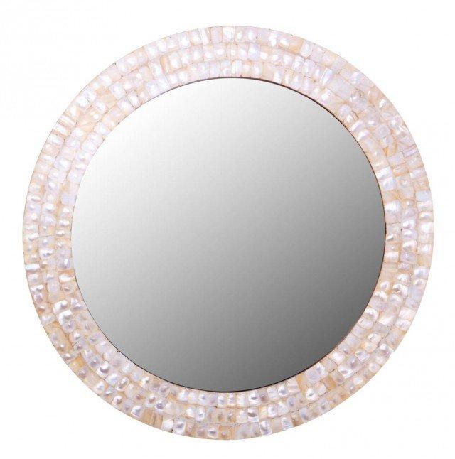 Specchio Cod. 006588458 di Coincasa, dalla forma rotonda con bordo a mosaico, realizzato con tessere di madreperla, misura ø 46 cm. Prezzo 69,90 euro. www.coincasa.it