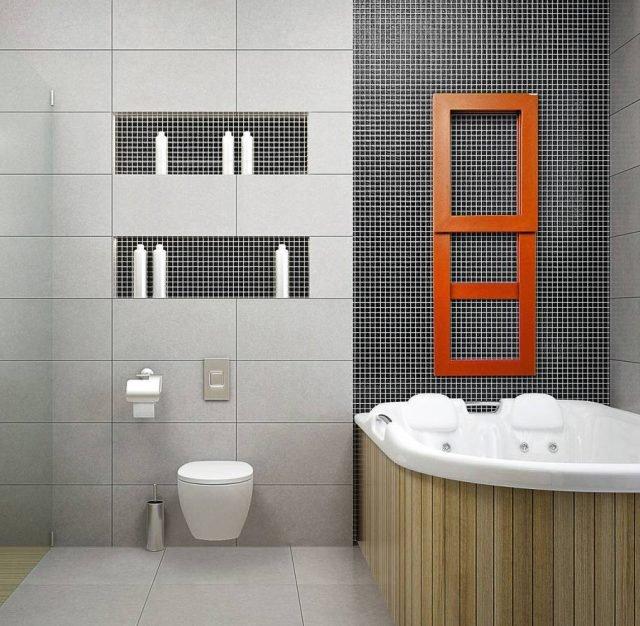 È proposto in vari colori il radiatore Pit di Brem, in acciaio verniciato. Misura L 40 x H 168 cm.