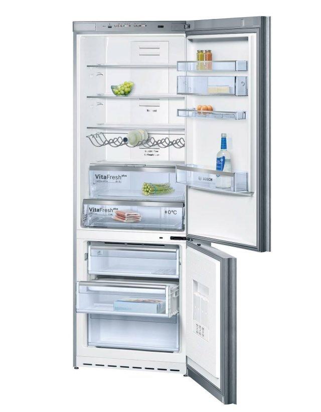 Il frigocongelatore della Serie 8 mod. KGN49SM31 di Boschè Nofrost e ha cassetto VitaFresh plus ◄0°C► per mantenere carne e pesce fino a 2 volte più a lungo. Ha capacità netta di 395 litri, è in classe A++ e misura L 70 x P 65 x H 200 cm. Prezzo 1.822 euro. www.bosch.it