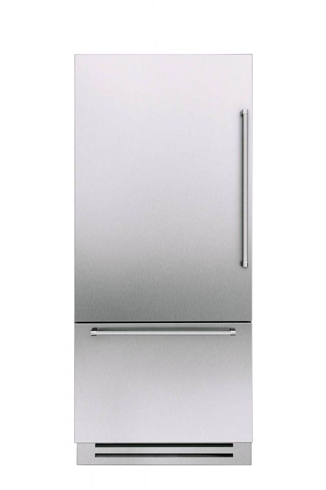 I frigoriferi Vertigo di KitcheAid, che hanno capienza di 460 litri, sono dotati di un ampio cassetto multifunzione inferiore che può essere personalizzato a seconda delle diverse necessità d'uso. E' possibile dunque riprogrammare lo spazio interno per essere utilizzati o totalmente come un frigorifero, o come un frigorifero + congelatore oppure ancora come un frigorifero + Dinamic 0° per i prodotti freschi. Misura L 88,7 x P 57,5 x H 205 cm. Prezzo da rivenditore. www.kitchenaid.it