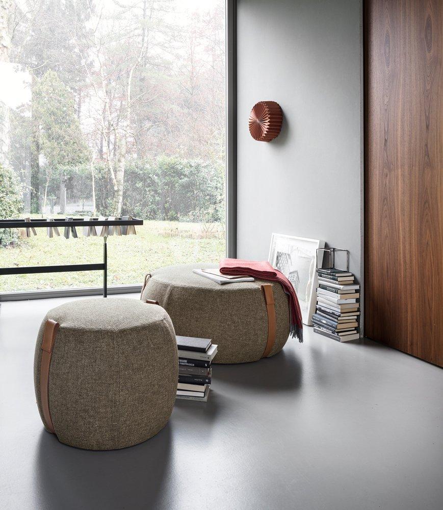 Arredare il soggiorno accanto al divano tavolini ma non - Tavolini per divano ...