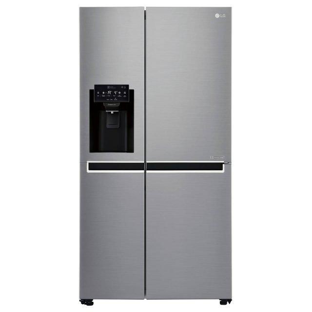 In classe A++, il frigorifero side by side GSL761PZUZ di Lg, ha capacità lorda di 668 litri e è adatto a famiglie numerose. Total No Frost, ha sulla porta il dispenser acqua e l'erogatore con la funzione per il ghiaccio tritato o a cubetti. Misura L 91,2 x P 73,8 x H 179 cm. Prezzo 1.799 euro. www.lge.it