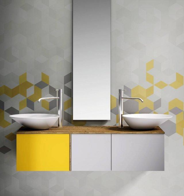 È in laccato opaco la base bicolore Modern coll. Tao di Stocco (www.tailormade.stocco.it). A due cassetti, misura L 127 x P 32 cm; completa di lavabi in mineralmarmo e specchio costa 2.968 euro.
