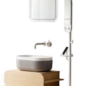 La composizione della Coll. Oblon di Novello ha lavabo in Teknorit grigio chiaro e bianco. Misura L 55 x P 35 H 20 cm e, Iva esclusa, costa 460 euro. Appoggia su base con cassetto e su panca, entrambe in castagno sabbiato, con asta portaoggetti e specchio.