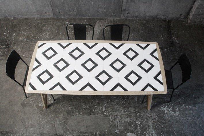 Tavolo trasformista con top in mattonelle cose di casa