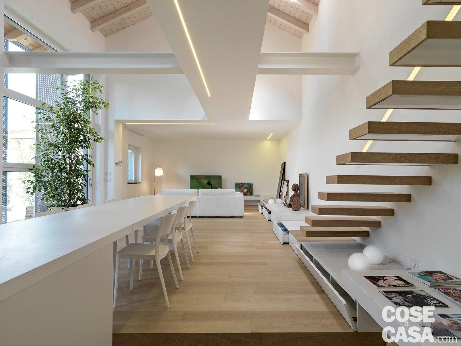 Loft una casa sottotetto a doppia altezza cose di casa for Piano di costruzione in legno soppalco
