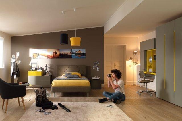 YC308: camera per ragazzo con letto imbottito con testata Cross e comodino composto da wallbox di misure e colori diversi.