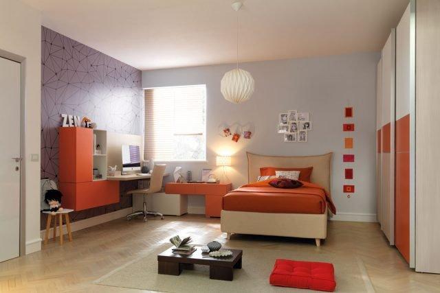 YC309: camera per ragazza con letto imbottito e testata Hug, più zona studio composta da wallbox a giorno e chiusi da ante e cassetti.