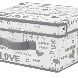 La scatola con coperchio e maniglia Love di Conforama è disponibile in più misure e anche senza coperchio; nella dimensione L 33 x P 28 x H 15 cm costa 4,99 euro.www.conforama.it