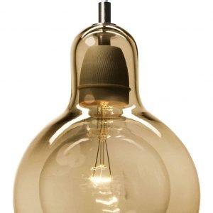 € 170*  Con il paralume in vetro soffiato in una calda tonalità dorata,  la sospensione Mega Bulb Pendant  di &tradition misura  Ø 18 x H 23 cm.www.trend-house.it