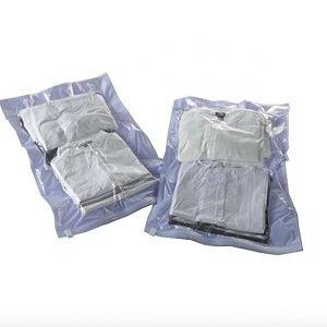 I sacchetti sottovuoto Compactor di Leroy Merlin sono adatti per maglioni e giacche. Misurano L 45 xH 65 cm e costano8,00 euro a pezzo. www.leroymerlin.it