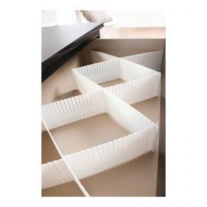 Lavabili, i divisoridi Leroy Merlin sonoin polipropilene bianco e misurano L 44 X H 10 cm. La confezione da 6 costa 8,90 euro.www.leroymerlin.it
