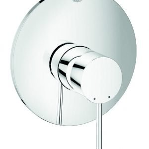 € 116  Ha un design minimal  il miscelatore in finitura cromo per doccia Essence New di Grohe. Monocomando,  misura Ø 16,3 cm. www.grohe.it