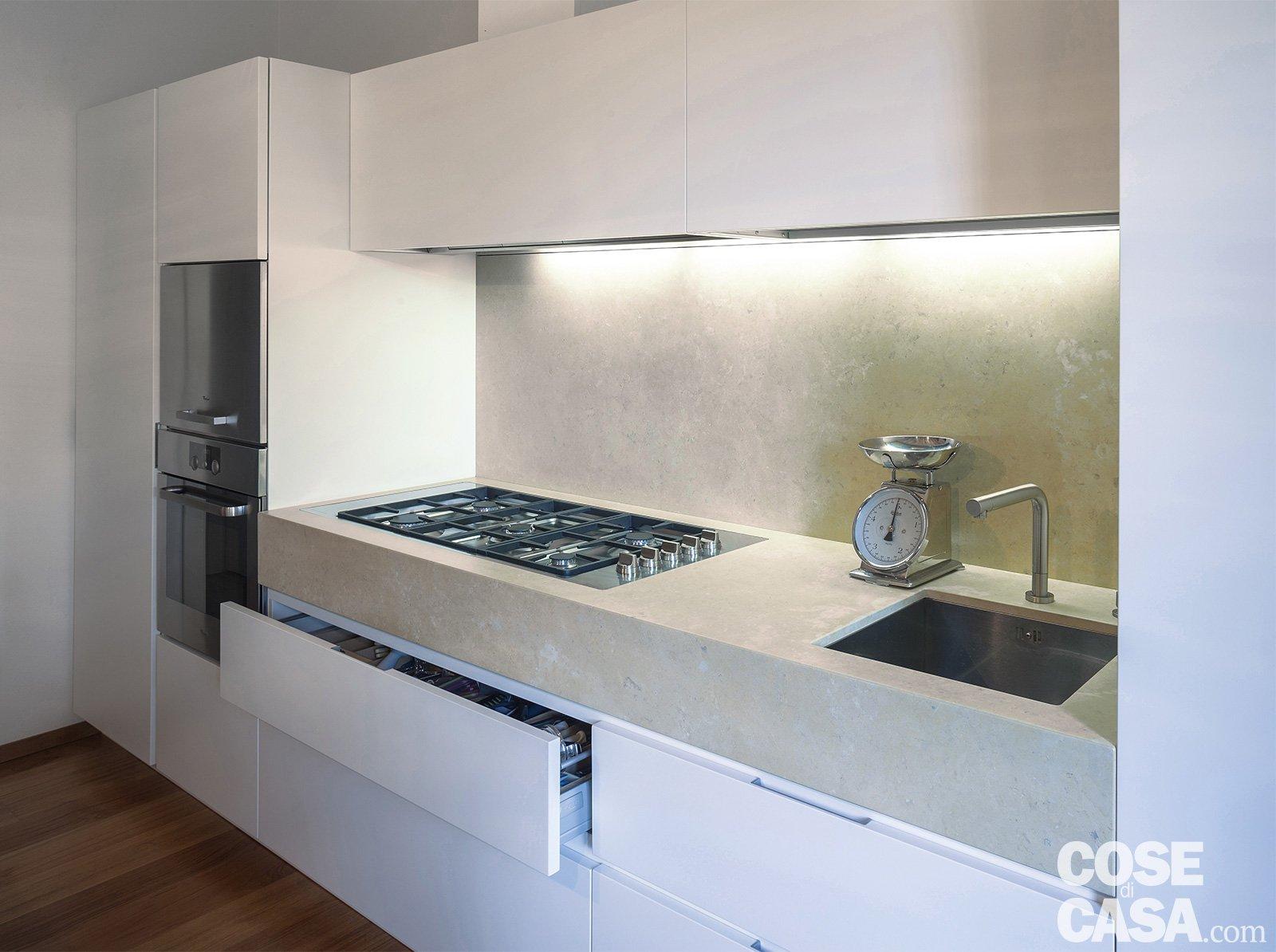 Una casa con la mansarda adibita a zona notte cose di casa - Cucina piano cottura ...