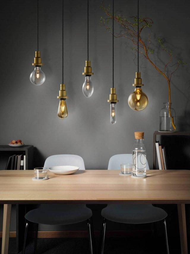 Eleganza ed efficienza per le lampade della linea Vintage Edition 1906 di Ledvance (Gruppo Osram), dalla luce calda e d'atmosfera, anche nei toni ambrati tipicamente vintage, ma con una efficienza energetica assolutamente contemporanea. Disponibili in quattro forme diverse – Edison, Globe, Oval, Tubolar – sfruttano due tecnologie (LED e alogena) e possono essere scelte in versione dimmerabile. Prezzo alogene 8,99 euro, LED non dimmerabili 12,99 euro, LED dimmerabili 16,99 euro. www.ledvance.it