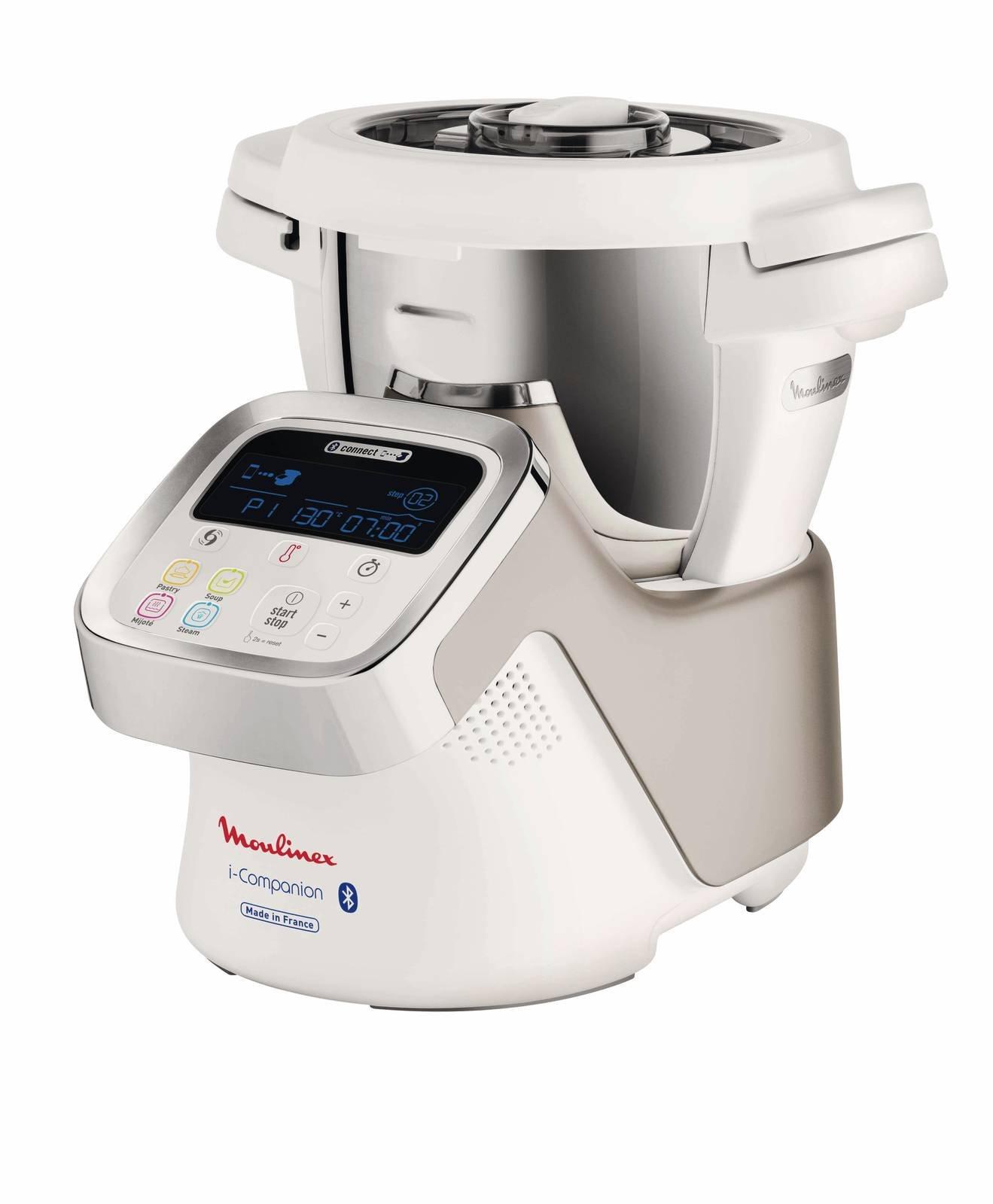 Robot Da Cucina O Cooking Machine Tritano Sminuzzano Mescolano E Cuociono Cose Di Casa